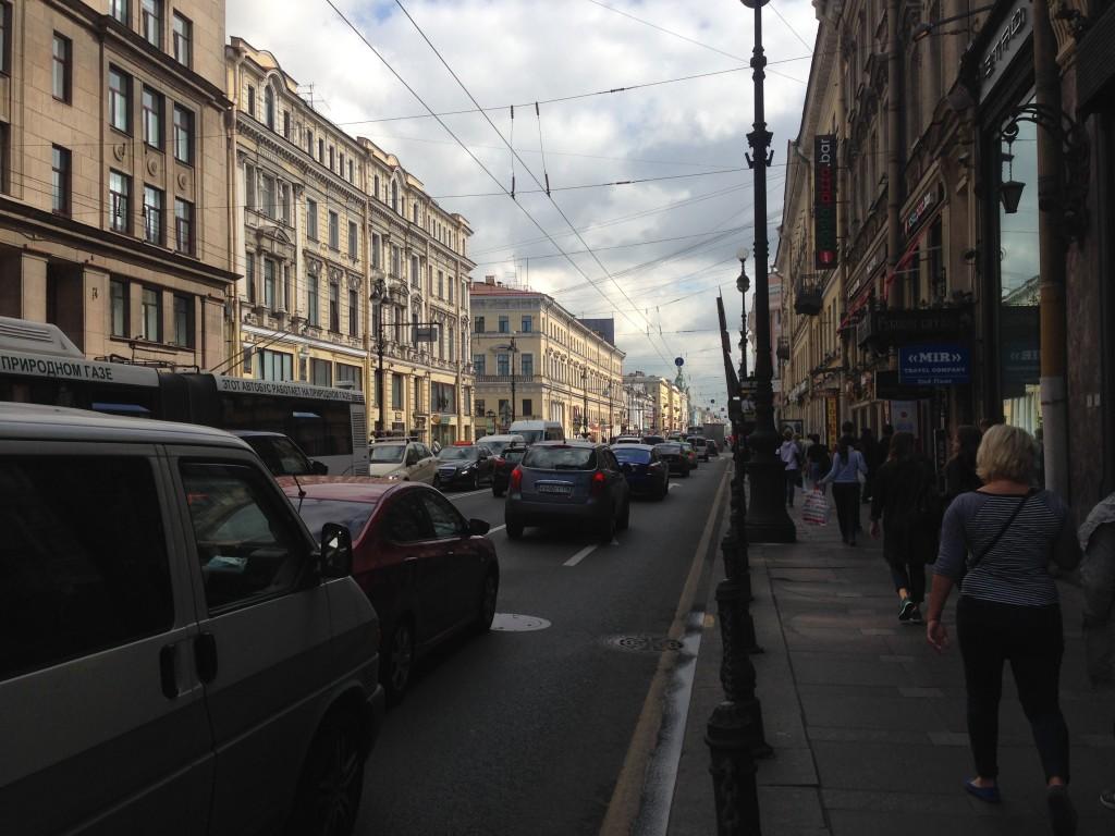 大学近くのネフスキー大通り(ロシアの表参道)
