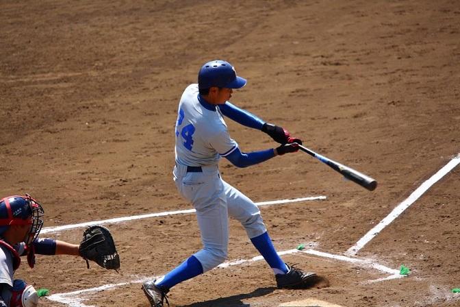 二塁打を放った谷本選手(写真は軟式野球部提供)
