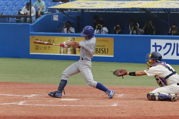 3回戦の八回表、山田選手の本塁打で一矢報いる(撮影・関根隆朗)