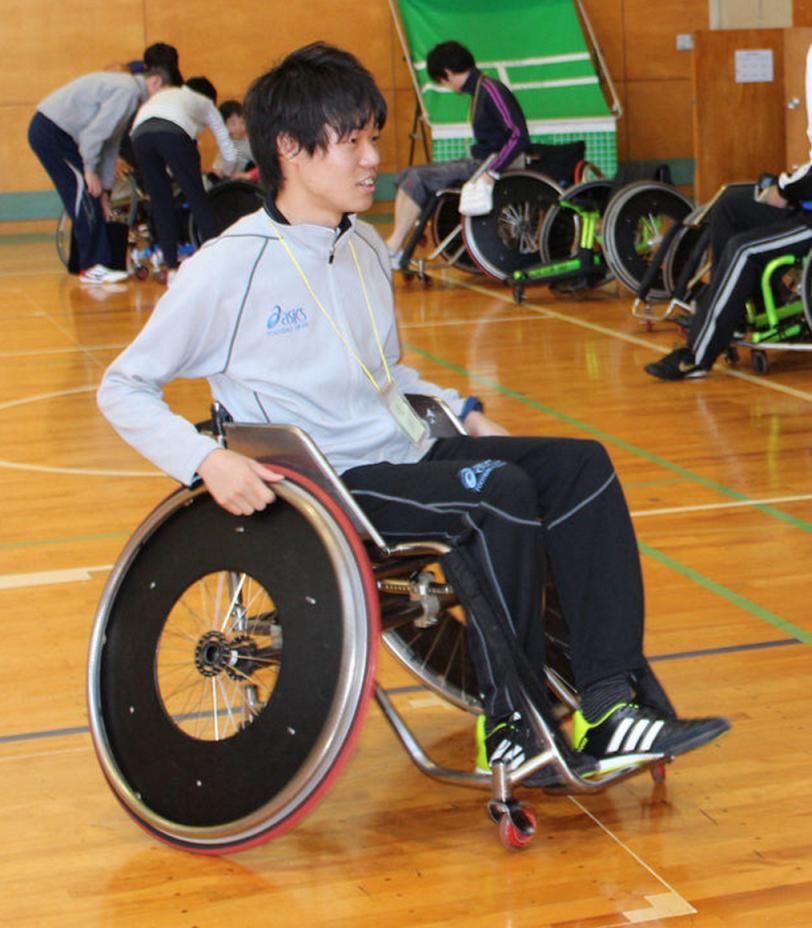 リディラバ企画のツアーで障がい者スポーツを体験する福田さん(写真は福田さん提供)
