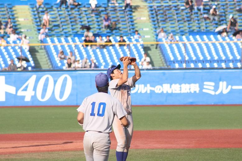 最後の打者をショートフライに打ち取る