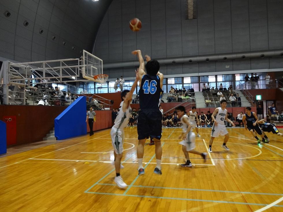 写真は男子バスケットボール部提供