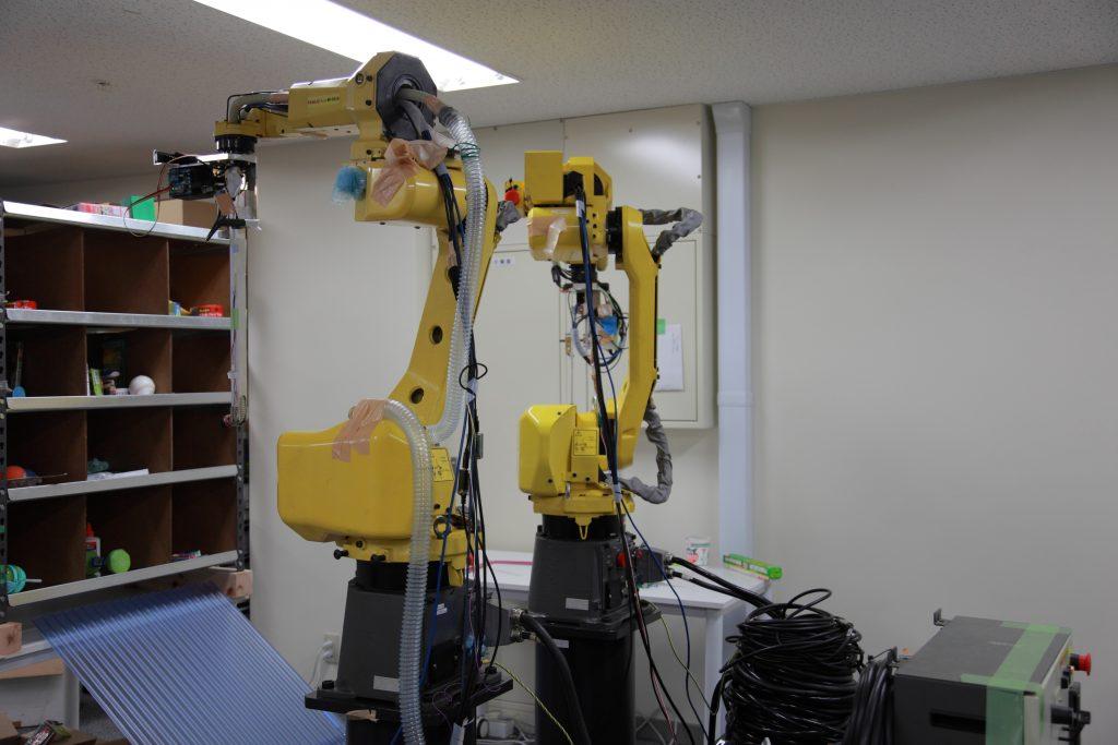 社内には産業用ロボットも