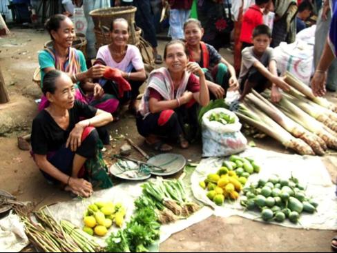 バングラデシュ・先住民族の村の朝のマーケット