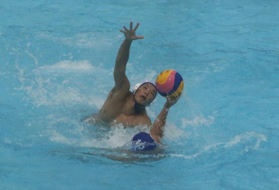 ブロックで相手ボールを奪う池亀雅人選手(撮影・太田聡一郎)