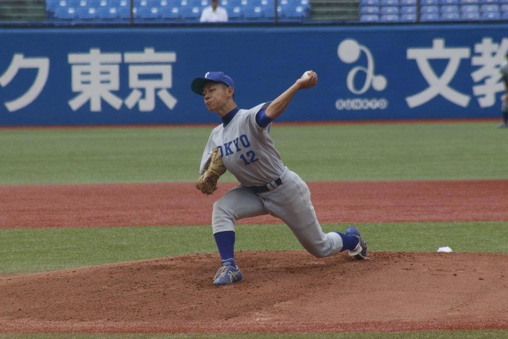 東京六大学野球初登板の先発・小林投手が八回途中まで力投を披露した(撮影・佐方奏夜子)