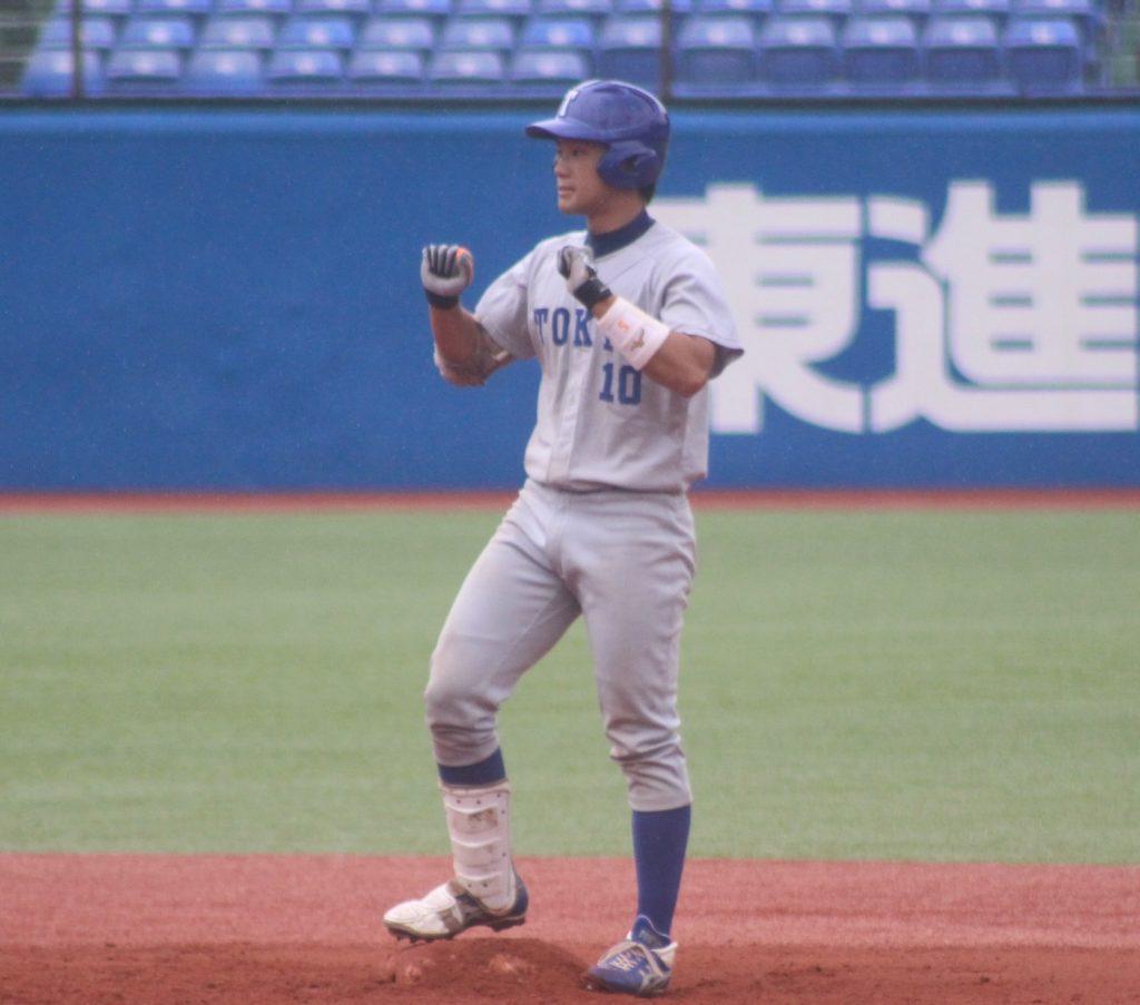 初回、山本克志選手の適時二塁打などで3点を先制する(撮影・関根隆朗)