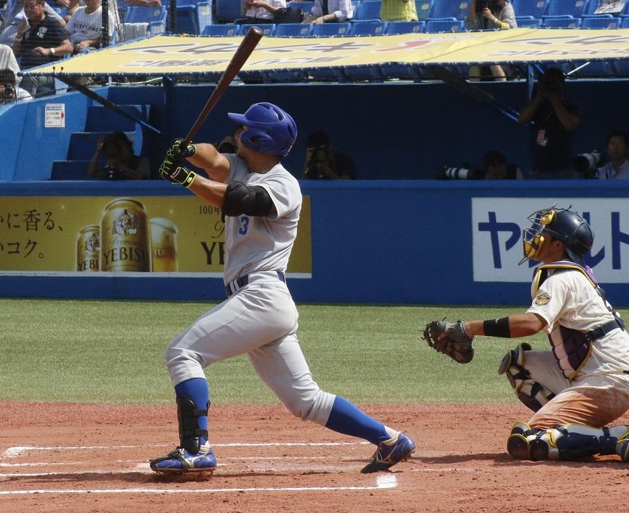 七回に右翼スタンドにソロ本塁打を放った田口選手(撮影・関根隆朗)