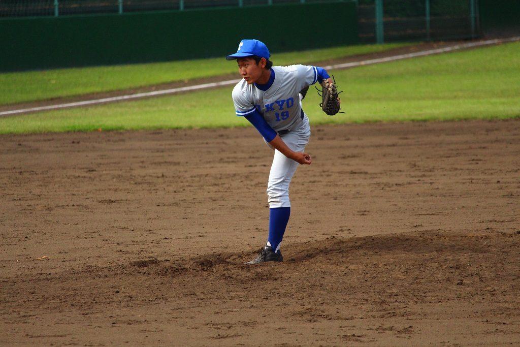 東大先発の西投手(写真は軟式野球部提供)