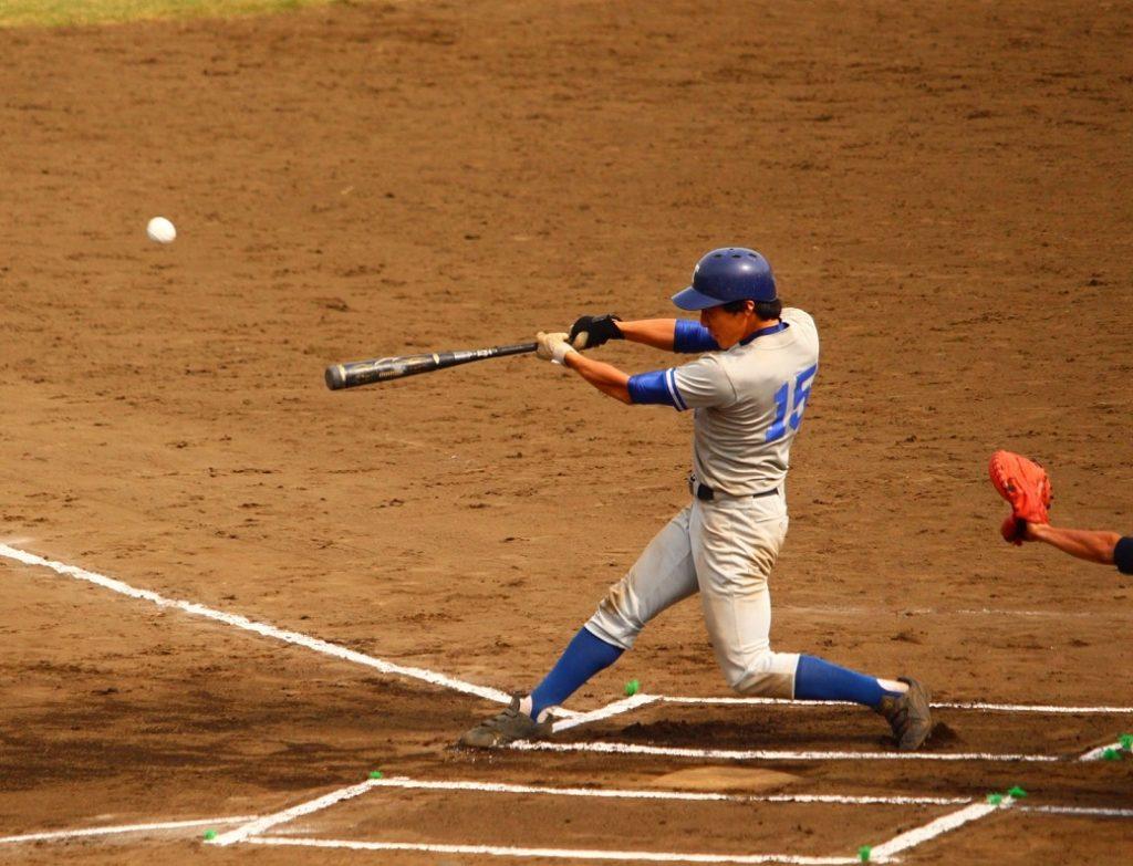 先頭打者本塁打を放った大川選手(写真は軟式野球部提供)