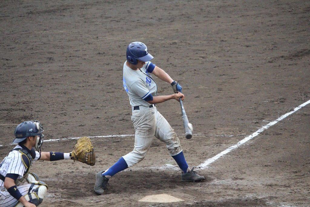 西池選手の適時打で1点を返す(写真は軟式野球部提供)