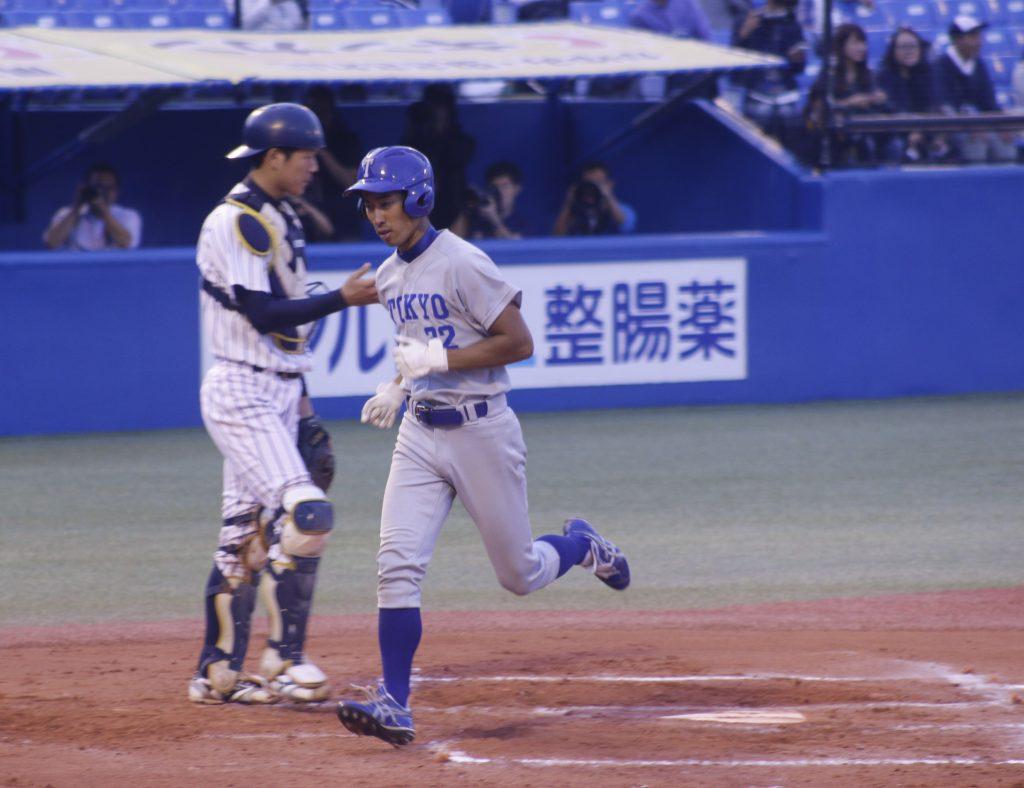 3-4の六回裏に同点のソロ本塁打を放った宇佐美選手(撮影・佐方奏夜子)