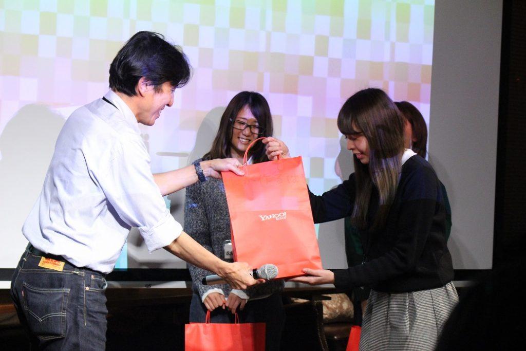 授賞式では各協賛企業が用意した豪華な景品が授与された