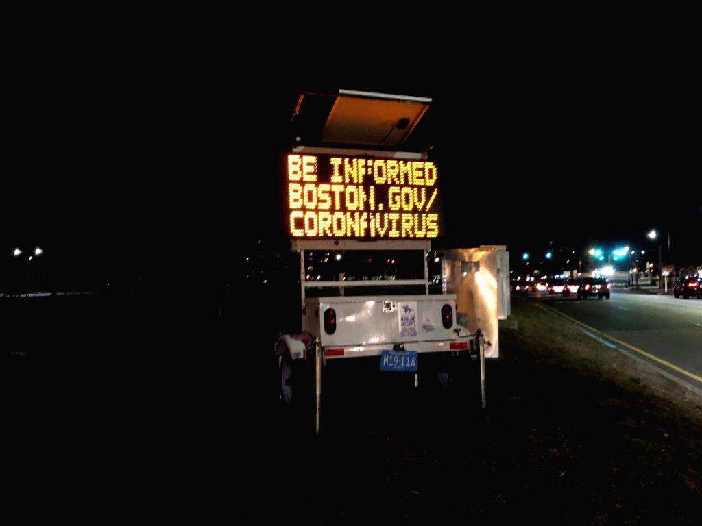 警戒メッセージの発する電光掲示板
