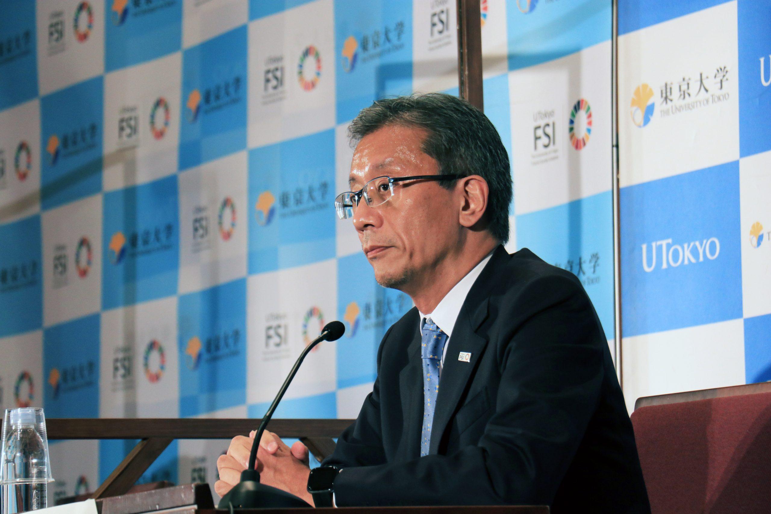 次期総長予定者に決まり、記者会見に臨む藤井理事・副学長